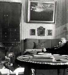 Richard Strauss havinga siesta. Photo from richardstrauss.at.