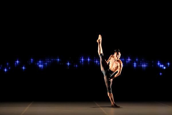 "Chen Wen of the Sydney Dance Company in Rafael Bonachela's ""2 One Another"". Photo by Ken Butti."