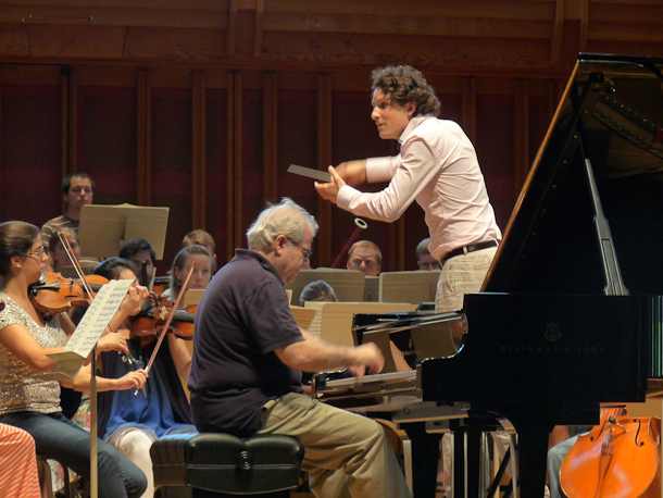 Alexandre Bloch at the master class with Emanuel Ax, piano. Photo Yska Benzakoun.