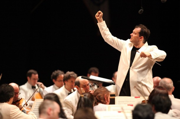 Andris Nelson conducts the BSO at Tanglewood. Photo Hilary Scott.