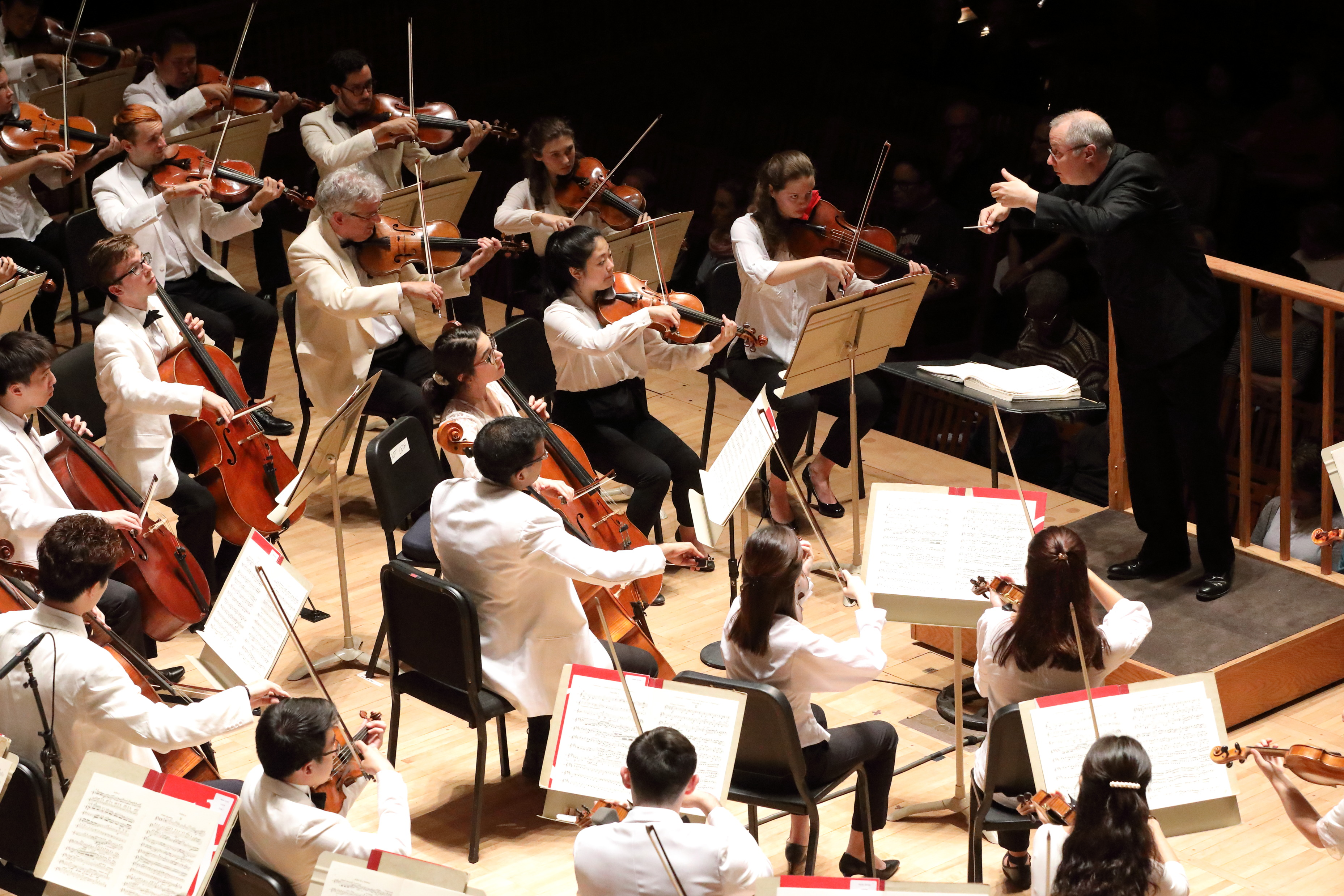 Stefan Asbury conducts Tchaikovsky, Symphony No. 6 with the TMC Orchestra. Photo Hilary Scott.