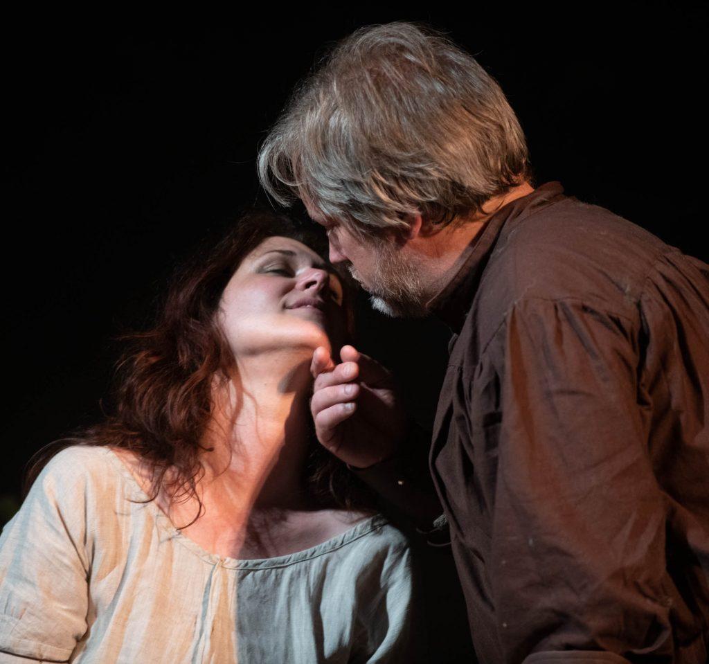 Jenna Rae (Isolde) and Alan Schneider (Tristan). Photo Jeff Lewis.