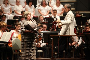 Karen Cargill-sings with the TMCO and Michael Tilson Thomas. Photo Hilary Scott.