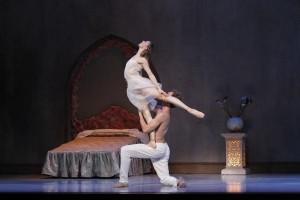 Adam Bull as Romeo and Lana Jones as Juliet in Graeme Murphy's Romeo & Juliet. Photo by Jeff Busby.