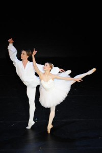 The English National Ballet's Daria Klimentová and Vadim Muntagirov in the Pas de Deux from Suite En Blanc. Photo by Lightbox Photography.