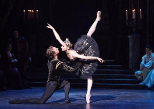 The English National Ballet's Daria Klimentová and Vadim Muntagirov in the pas de deux from Swan Lake. Photo by Annabel Moeller.