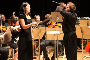 Soprano-YoonGeong-Lee-performs-Luke-Bedford's-Or-Voit-Tout-En-Aventure-with-conductor-Jonathan-Berman-and-other-Fellows-of-the-Tanglewood-Music-Center-(Hilary-Scott)