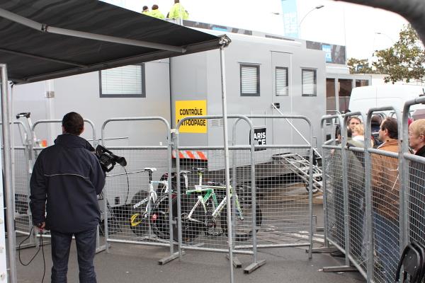 Contrôle anti-dopage. Photo © 2012 Alan Miller.