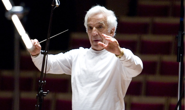 Vladimir Ashkenazy conducts. Photo from sydneysymphony.com.