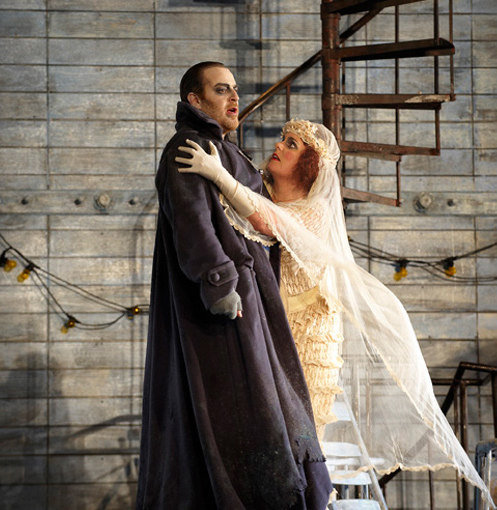 Senta et le Hollandais à L'Opéra de Montreál. Photo Gary Beechey.