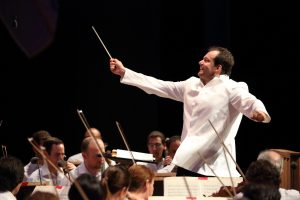 Andris Nelsons conudcts the Mahler Ninth at Tanglewood. Photo Hilary Scatt.