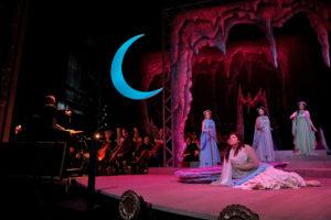 Richard Strauss, Ariadne auf Naxos: Ariadne (Marcy Stonikas), Najade (Jeni Houser), Dryade (Rebecca Ringle), Echo (Christine Lyons). Photo Ken Howard.