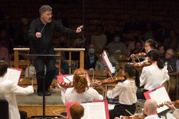Alan Gilbert conducting TMC Orchestra in Masterclass. Photo Hilary Scott.